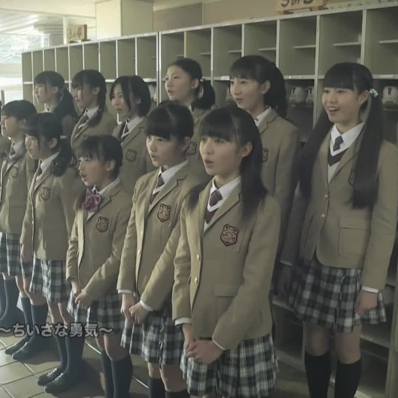 Sakura Gakuin – Jump Up ~Chiisana Yuki~ (PV completo)