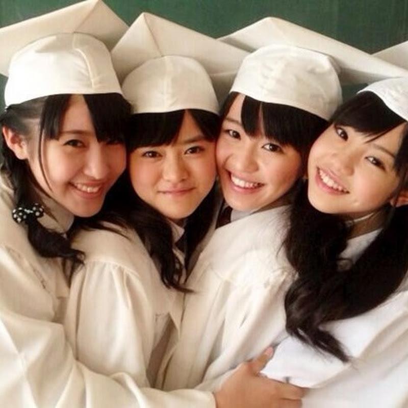 Marina, Raura, Nene y Hinata con sus atuendos de graduación