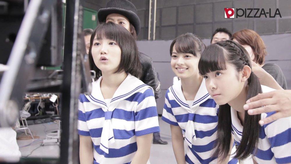 Funaki Musubu, Kamikokuryou Moe, Yamazaki Yuhane – comercial para PIZZA-LA (making video)