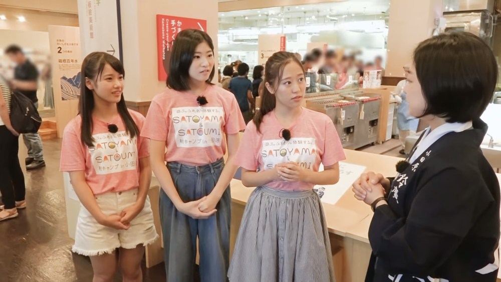 Sakura, Kaede y Reina de Morning Musume en Odawara (video)