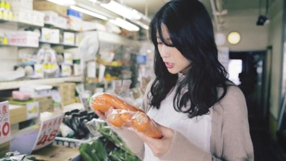 Yajima Maimi - ISEKI「街 feat.矢島舞美」MV (2017年10月25日発売『AOR FLAVA -silky red-』収録)_005
