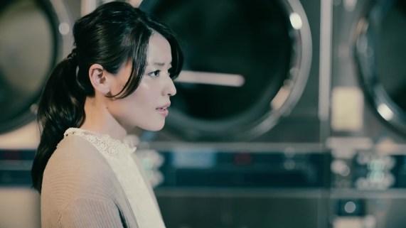 Yajima Maimi - ISEKI「街 feat.矢島舞美」MV (2017年10月25日発売『AOR FLAVA -silky red-』収録)_016