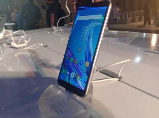 So talking about the phones the ZenFone Lite L1 has a 5.45-inch display with a resolution of 1440x720. It's powered by a Qualcomm Snapdragon 430 with an octa-core CPU,