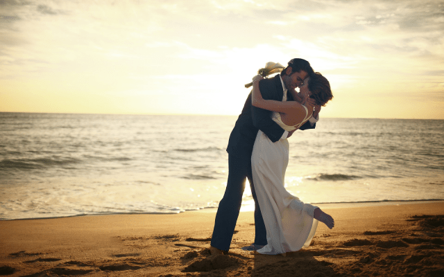 The Beach Side 7 Posture Ideas for Wedding Photography