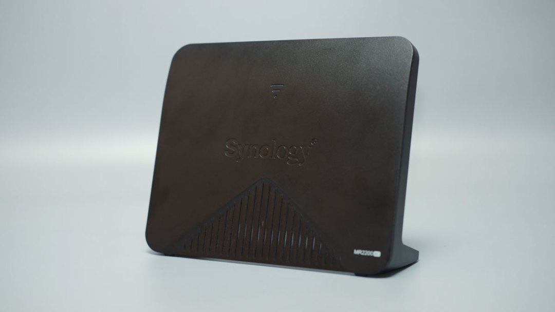Synology MR2200AC Product Images (2)