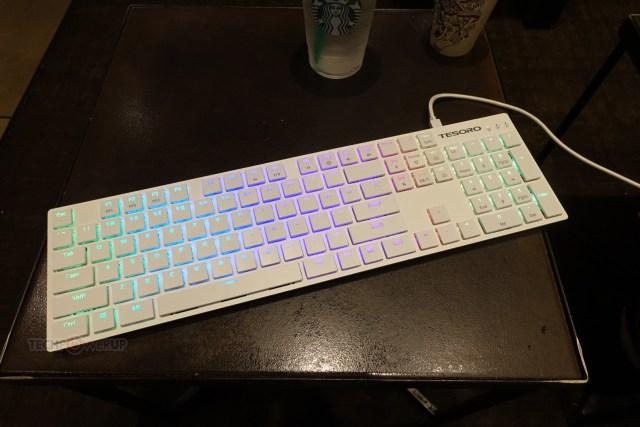 gTdhcWNtoOdAE4ak Tesoro Gram XS Keyboard displayed at CES 2018