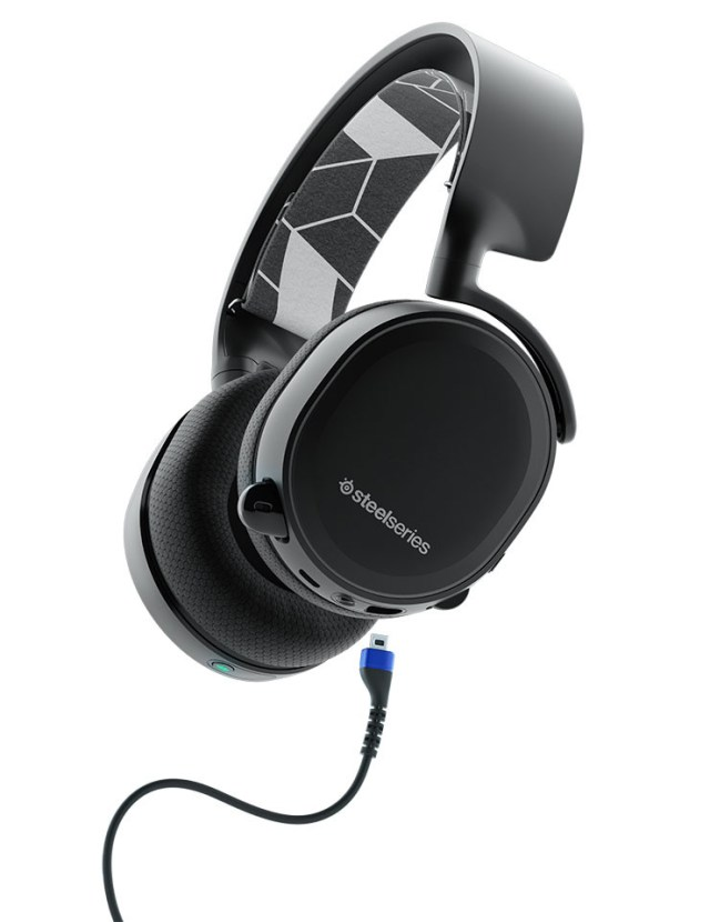 vmiikZY0zqwDhS4d SteelSeries Arctis 3 Two in One headset Use the headset with or without wires at the same time