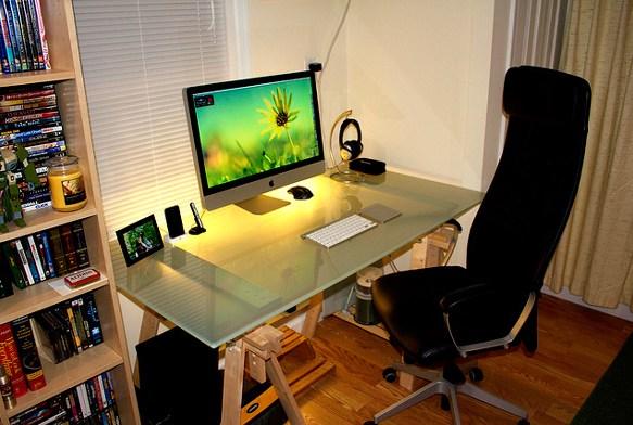 Organized iMac computer setup