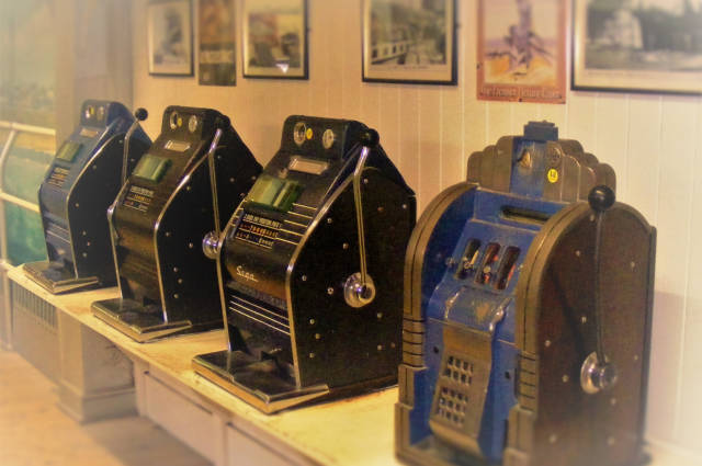 Slot machines innovation history