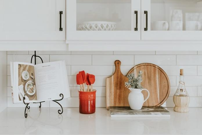 tips and tricks to organizing pantry products