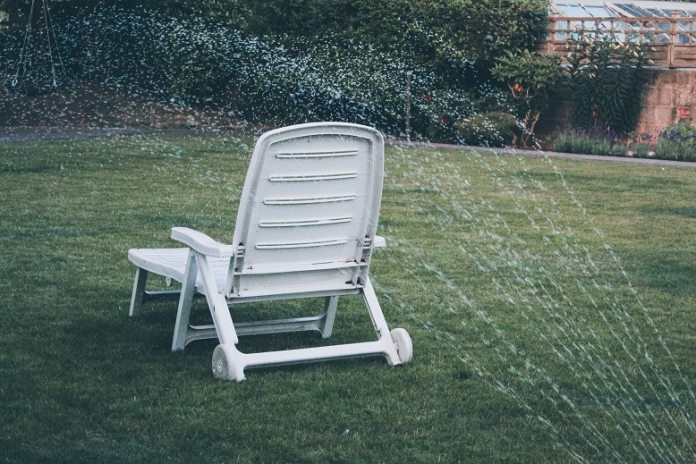choose a perfect outdoor rocking chair