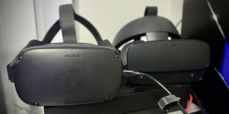 Oculus Quest (left) connected to an Anker USB cable for Oculus Link, alongside the Oculus Rift S (right).
