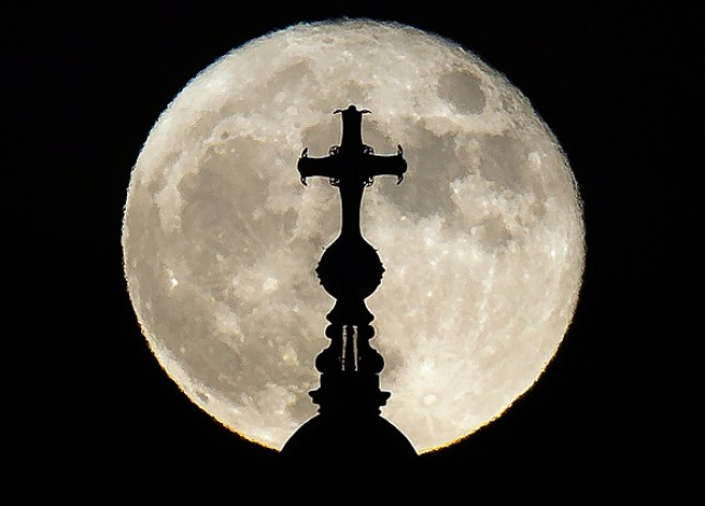 supermoon against st paul's cathedral