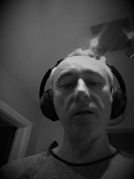 Digital Journalist Tim Sandle testing out the Soundsurge 55 headphones.