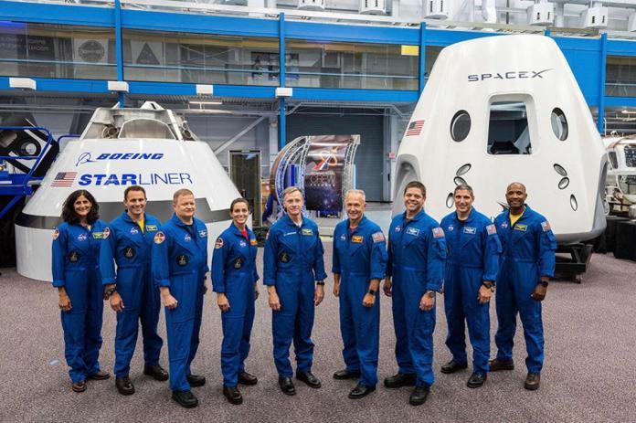 astronauts-and-capsules-NASA