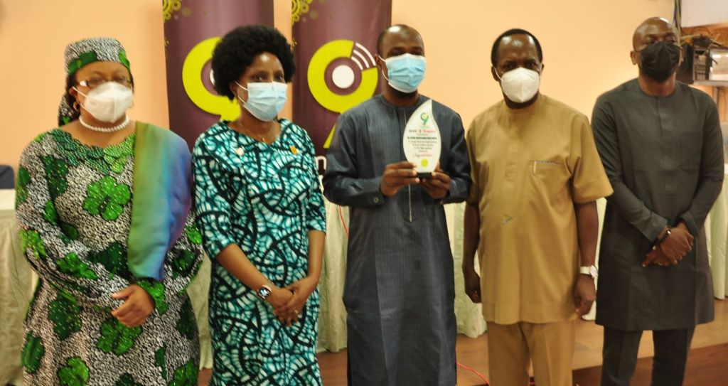 L-R: Chairman Medical Advisory Committee, National Hospital, Dr. Aisha Umar; Representative of the Hon. Min. of Health, Dr. Osagie Ehanire and Director of Hospital Services, Federal Ministry of Health, Dr. (Mrs.) Adebimpe Adebiyi (mni); Award recipient, Dr. Abdussamad Ayinde; Chief Medical Director, National Hospital Abuja, Dr. Jaf Momoh and Director of Sales, 9mobile, Mr. Tosin Olulana during the 9mobile Health Workers Recognition event held recently at the National Hospital Abuja.L-R: Chairman Medical Advisory Committee, National Hospital, Dr. Aisha Umar; Representative of the Hon. Min. of Health, Dr. Osagie Ehanire and Director of Hospital Services, Federal Ministry of Health, Dr. (Mrs.) Adebimpe Adebiyi (mni); Award recipient, Dr. Abdussamad Ayinde; Chief Medical Director, National Hospital Abuja, Dr. Jaf Momoh and Director of Sales, 9mobile, Mr. Tosin Olulana during the 9mobile Health Workers Recognition event held recently at the National Hospital Abuja.