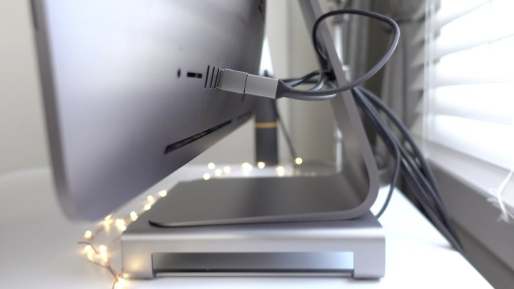 Satechi-Stand-iMac-USB-connection