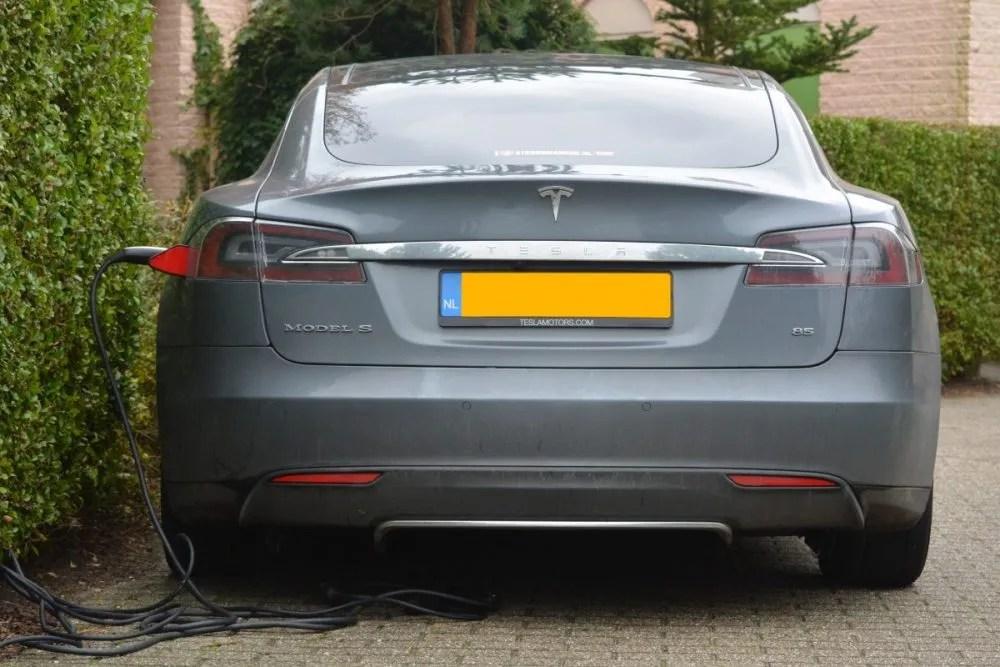 Cuánto cuesta cargar un coche eléctrico en casa