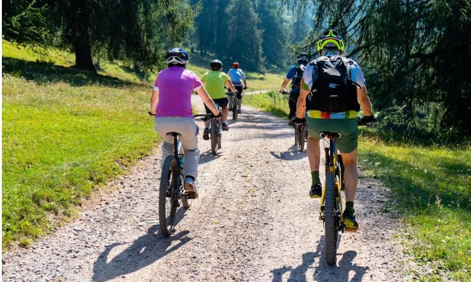 Bicicletas eléctricas de paseo por la naturaleza