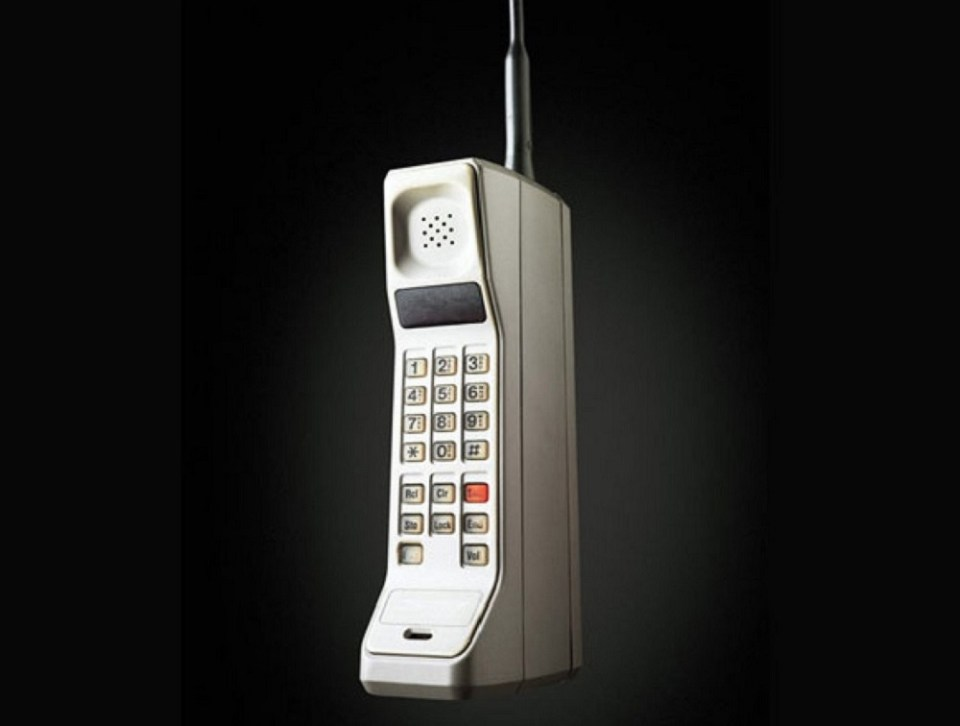 El primer teléfono móvil fue el Motorola DynaTAC 8000x