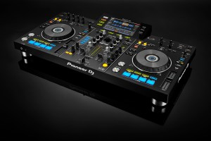 Pioneer-XDJ-RX_ANGLE_RIGHT