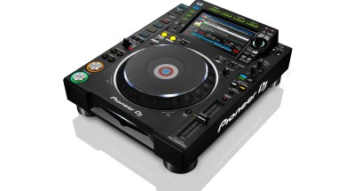 PIONEER_CDJ-2000_NXS2_THREE_QUARTER_2_WHITE_BG_LR