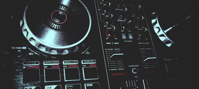 que tipo de controlador le falta a Pioneer DJ
