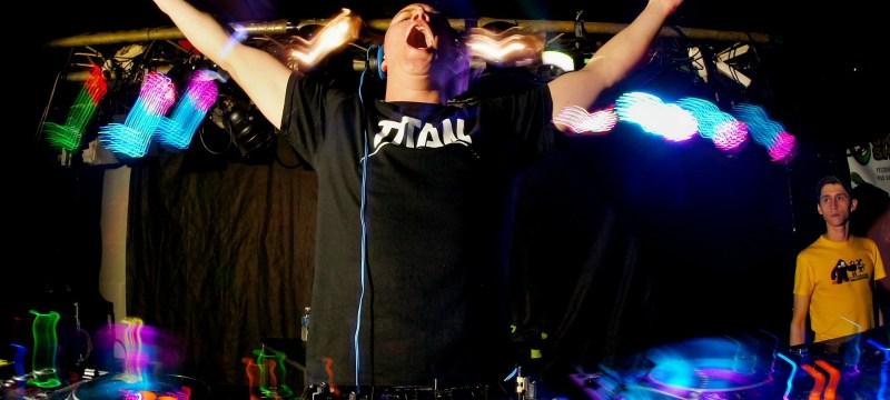 5 estrategias para conseguir fiestas que utilizan los DJs de mierda