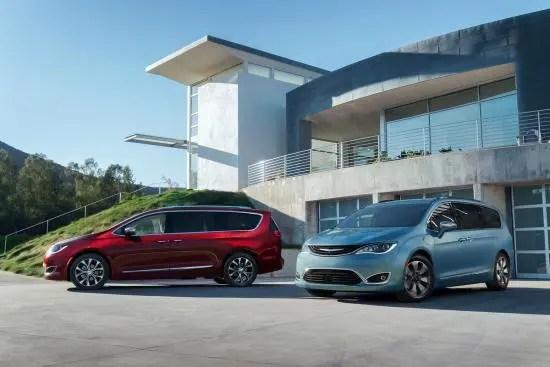 2017 Chrysler Pacifica (izquierda) y Chrysler Pacifica Hybrid (derecha)