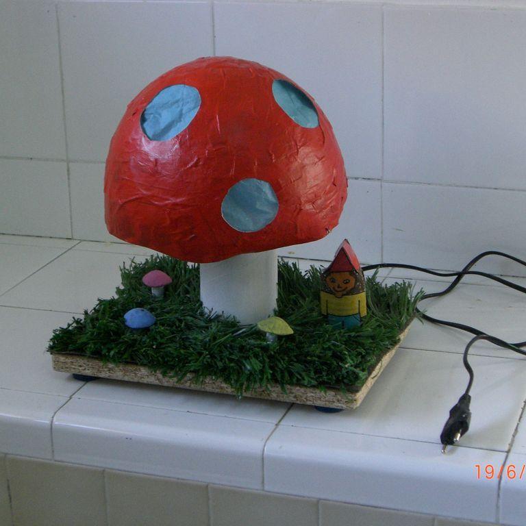 Lámparas de escritorio con material reciclado- Proyectos, Electricidad