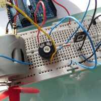 Prácticas 3 y 4 con arduino: control de un motor y un servomotor