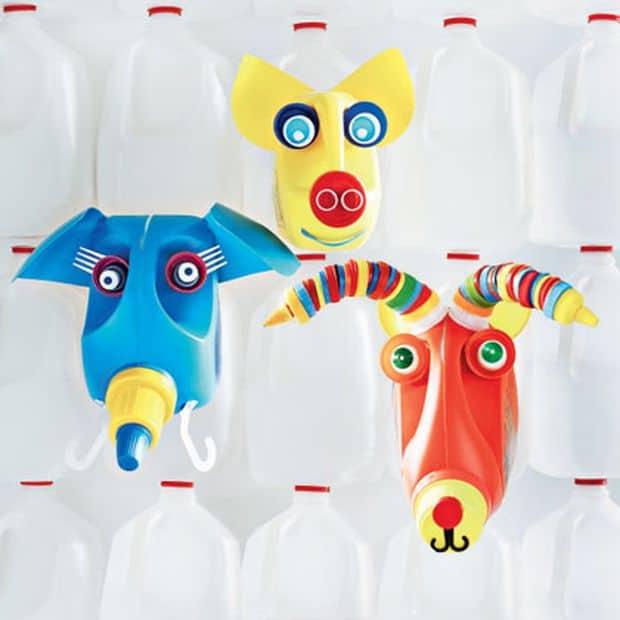 caras de animales hechas con botellas de plástico