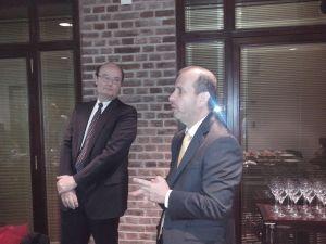 Fernando Corbin aprueba complacido la exposicion de Jaime Matus en la conferencia de prensa en el marco de Infor Experience