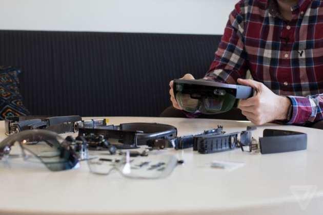 Hololens hololens desmontado: conheça o óculos de realidade aumentada por dentro Hololens desmontado: Conheça o óculos de realidade aumentada por dentro hololensteardown 19