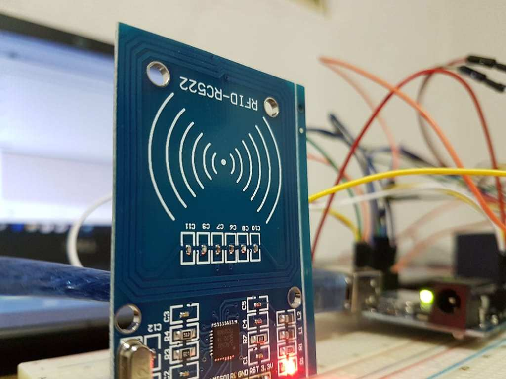 RFID rfid RFID, Lollapalooza e Rock in Rio: Entenda a tecnologia e a segurança das pulseiras de ingresso terminal RFID