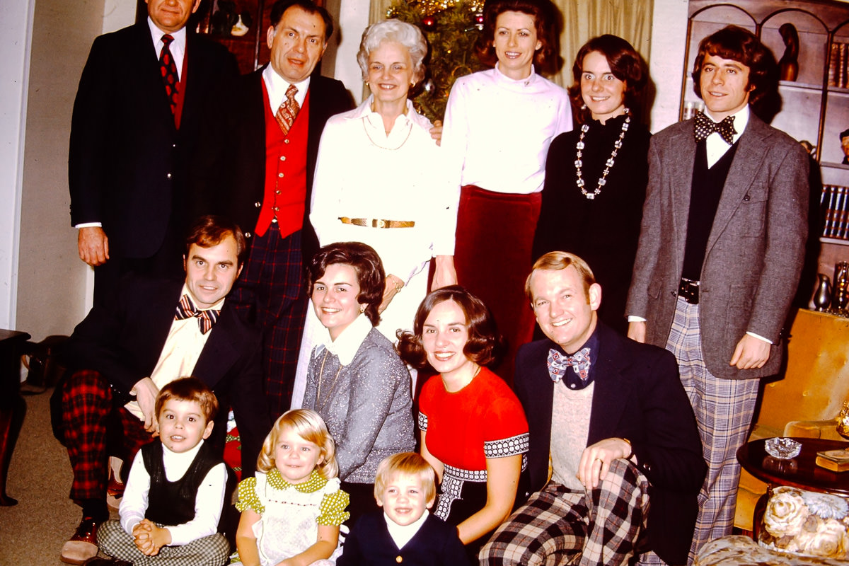 Christmas 1973; Top: not sure, George, Joan, not sure, Susie, [redacted]; Middle: Dick, Mary Lou, Jan, Bill; Front: Dickey, Jenny, Doug