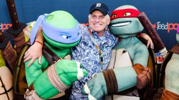 Rob Paulsen hangin' out with Donatello and Raphael. Image Source: Craig Barritt, Getty Images.