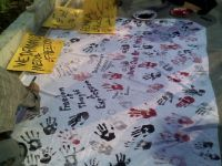 media-solidarity-handprinted-banner-placards-at-kpc-dec8-07.jpg