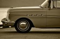 Buick Roadmaster in golden hour_1024