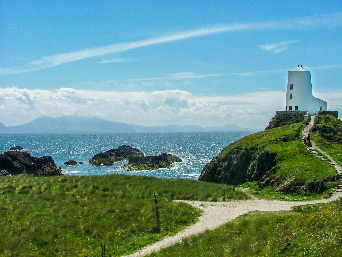 10 of the Best Circular Coastal Walks in Wales - Ynys Llanddwyn