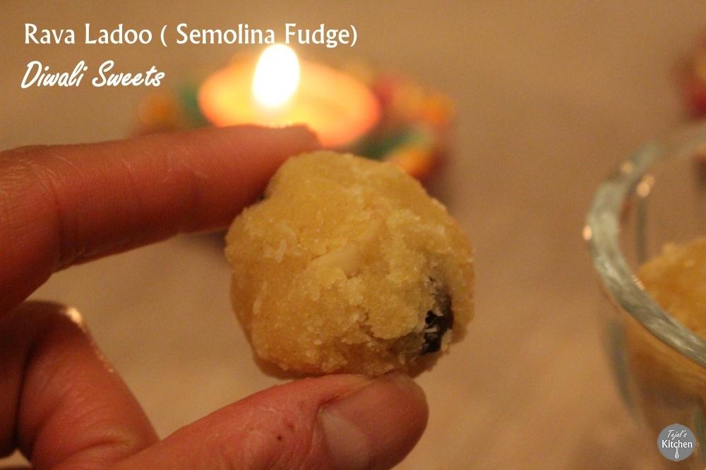 Rava Ladoo (Semolina Fudge) – Diwali Sweets