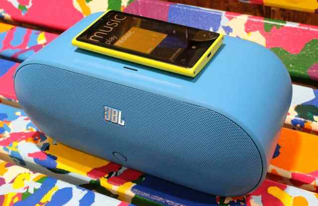 nokia-jbl-powerup-wireless-charging-speaker