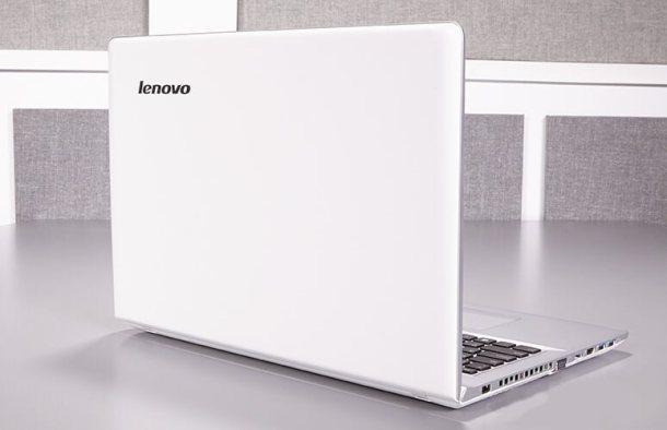 Ulasan Lengkap tentang Lenovo IdeaPad 500, harga, spesifikasi, desain, tampilan display, audio, keyboard dan touchpad, webcam realsense, pengujian panas, prestasi performance, grafis, data tahan baterai, software dan garansi, pilihan konfigurasi harga, dan perbandingan dengan laptop atau notebook lainnya.