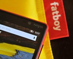 Nokia Lumia 820 - Teléfono cargando
