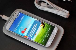 Galaxy S4 cargándose sin cables