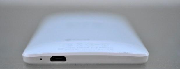 HTC One Mini - abajo