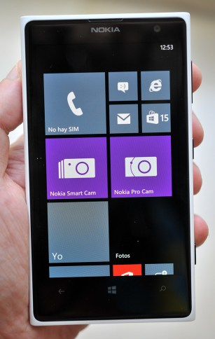 Nokia Lumia 1020 - mano