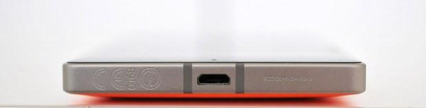 Nokia Lumia 930 - abajo