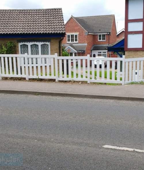 Plastic picket fencing