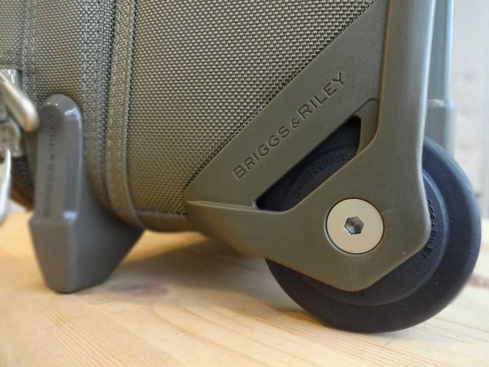 Briggs & Riley Baseline International Wide Wheel